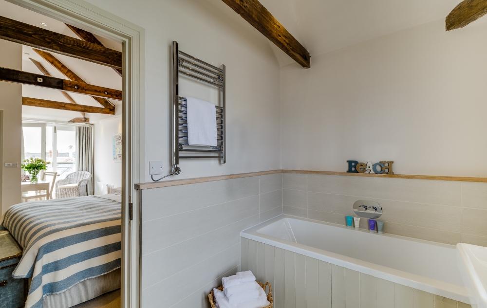 St Mawes Hotel - bathroom & bedroom