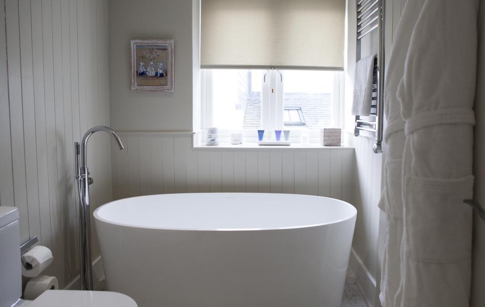 St Mawes Hotel - bathroom with freestanding bath