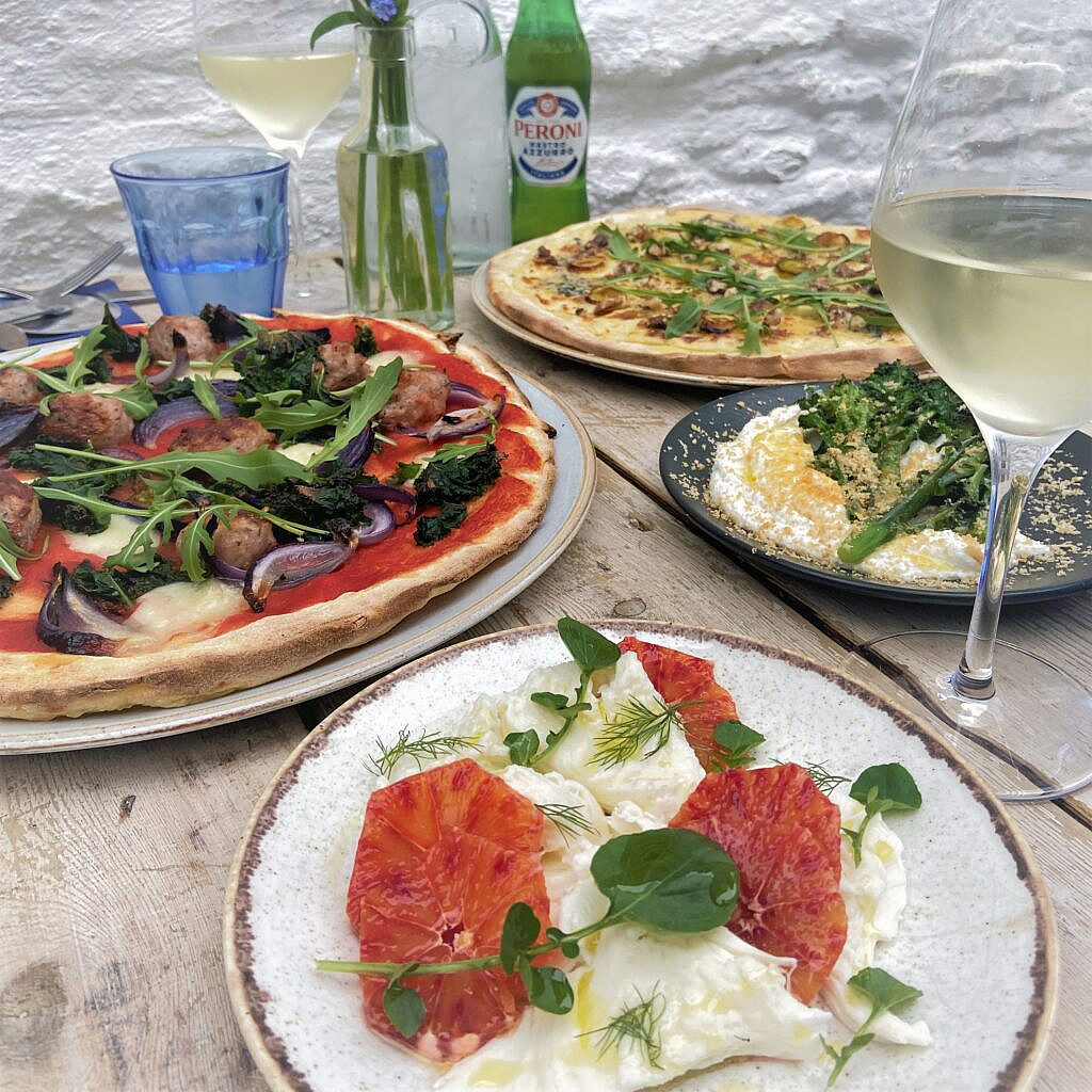 Alfresco Dining at The Courtyard at the St Mawes Hotel