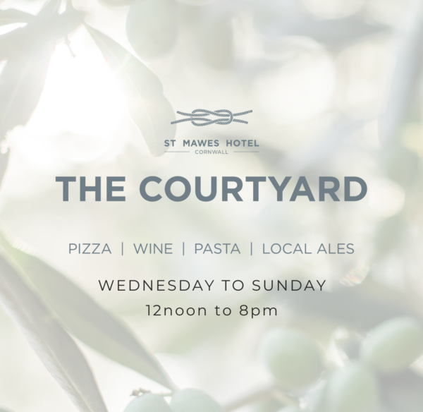 The Courtyard - Alfresco dining in St Mawes
